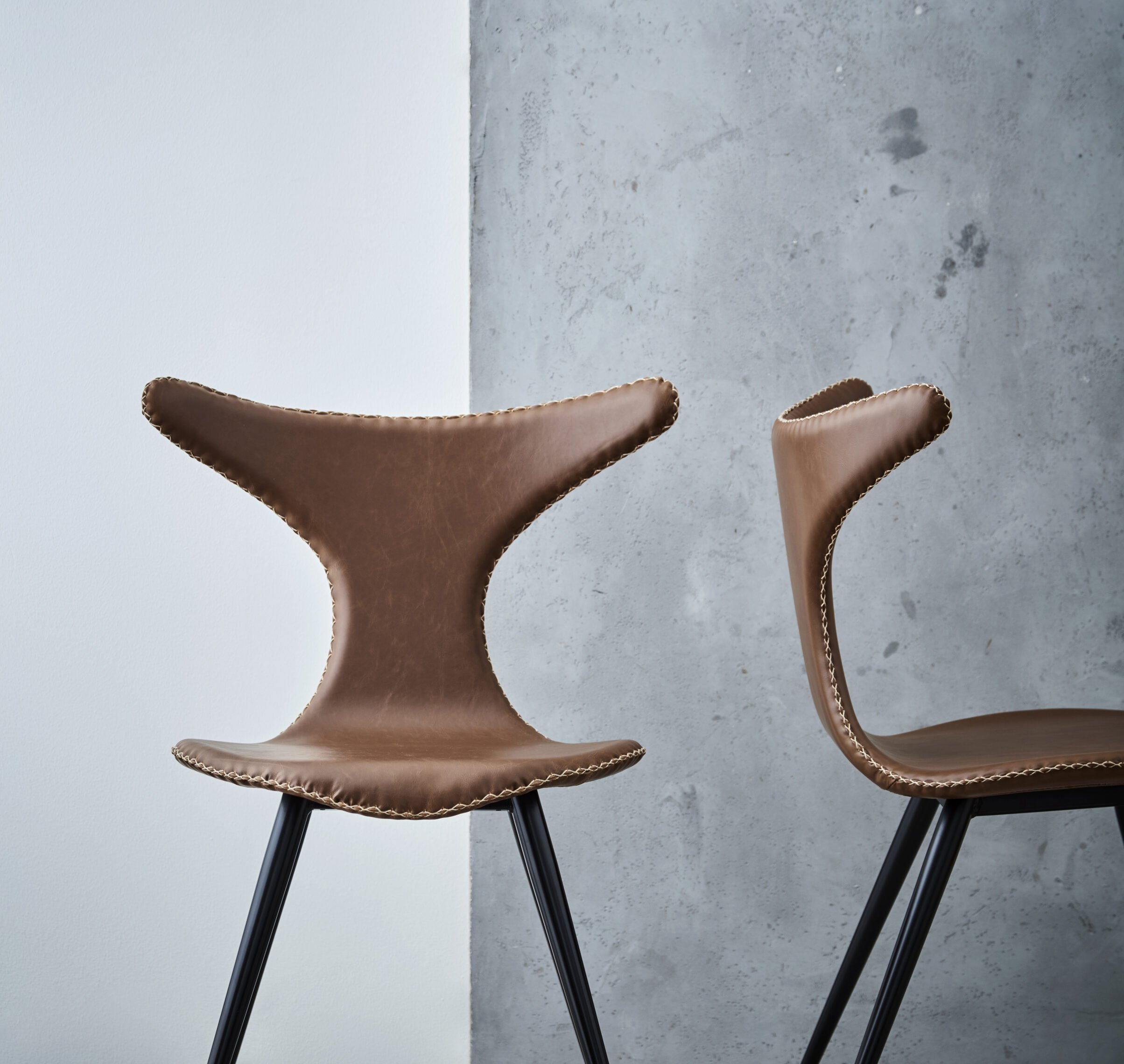 dolphin-chair-vintage-light-brown-art-leather-with-black-conical-metal-legs-100295515-mood-lifestyle-01